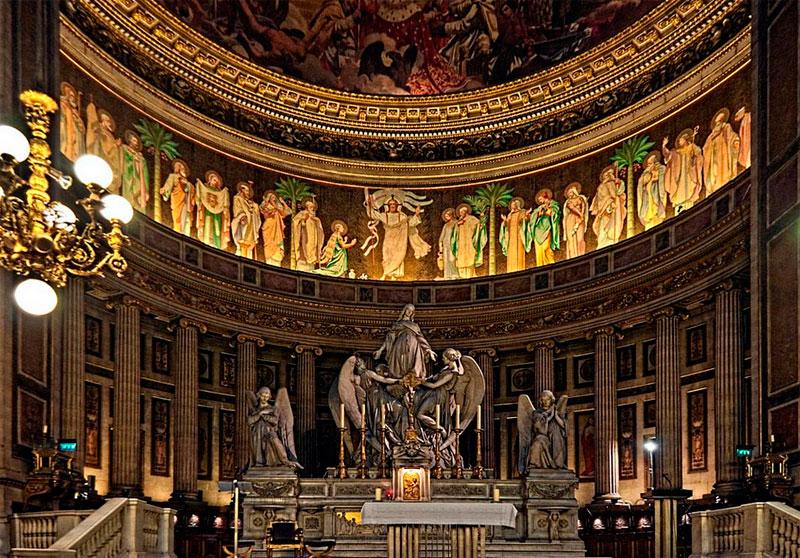 Interior de la iglesia madelaine de paris